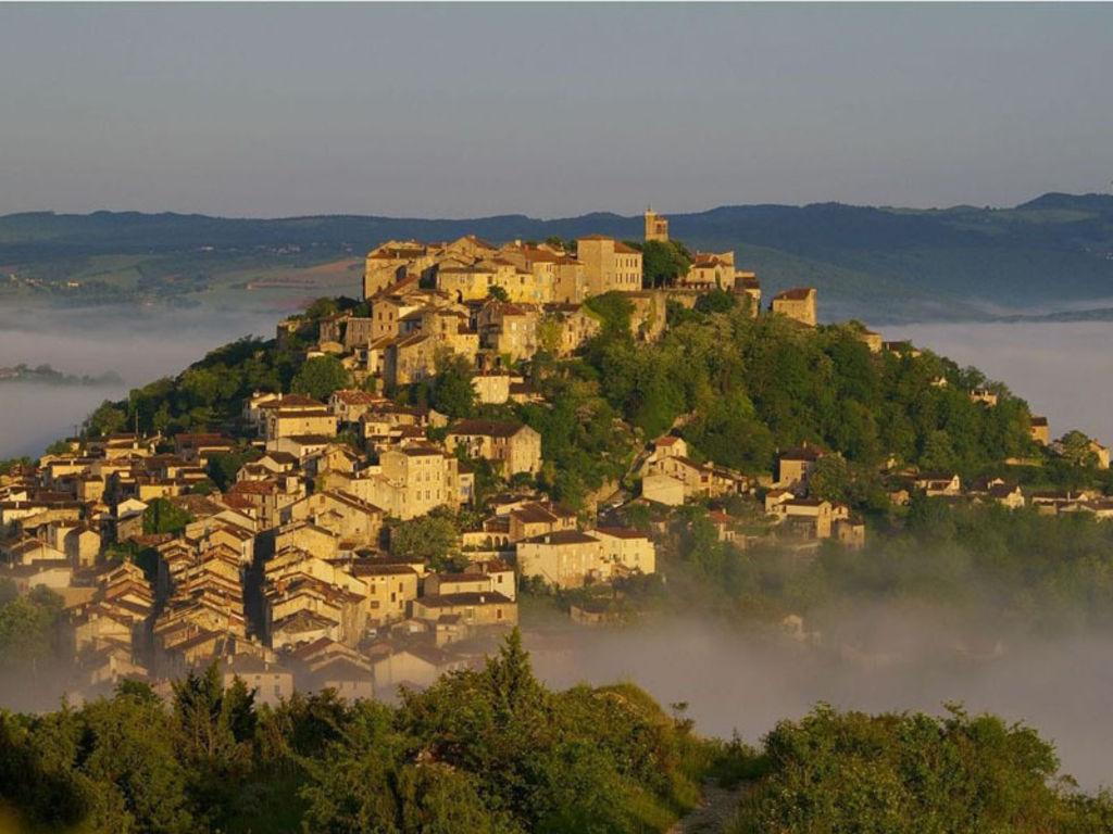 Le-village-prefere-des-Francais-interview-du-maire-de-Cordes-sur-ciel_width1024